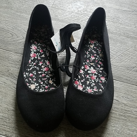 Walmart Shoes   Walmart Black Flats Nwt